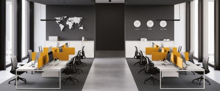 Immagine sala con postazioni lavorative